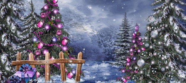 Zimowy las ze świątecznymi prezentami i choinkami